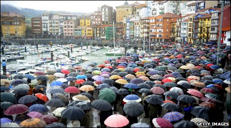 Families and friends of the Alakrana's crew rally in Bermeo, Spain, 7 November