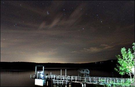 Cloud covers Leonid meteor shower (AP)