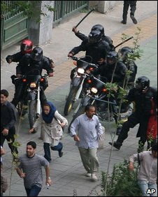 Iranian riot police chase opposition supporters (14 June 2009)