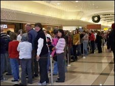 Queues for Ms Palin's book signing