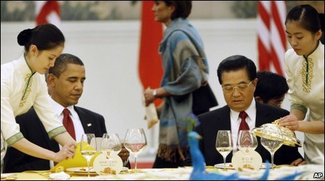 Barack Obama (L) and Hu Jintao - 17 November 2009