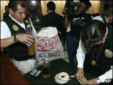 Police display bottles of human fat in Lima (19 November 2009)