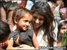 Konnie Huq with children in India