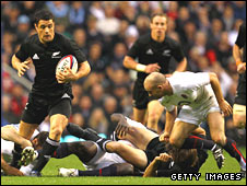 Dan Carter on the attack for New Zealand