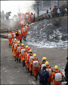 Chinese rescuers make their way towards the Hegang mine, 22 November 2009