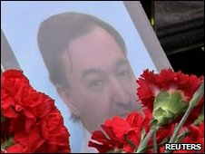 Sergei Magnitsky's picture on his coffin