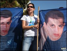 Demonstrators calling for Sgt Shalit's release at Israeli prime minister's residence