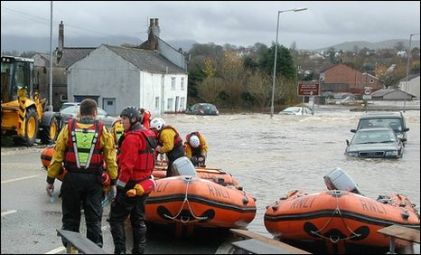 Rescue boats at the entry point to evacuate people