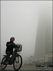 Cyclist cycling in smog, China (Getty Images)
