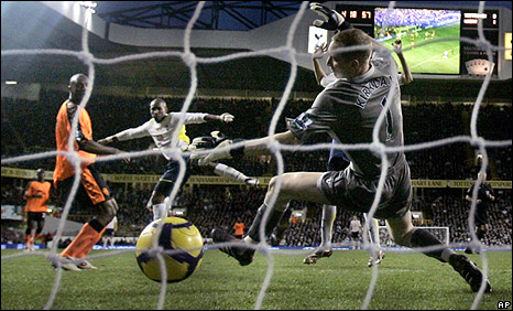 Jermain Defoe scores for Spurs