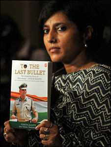 Vinita Kamte with the book on Ashok Kamte
