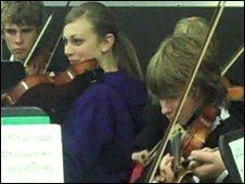 Children in Richmond Primary school playing violins