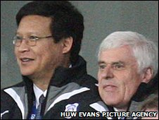 Datuk Chan Tien Ghee watches Cardiff play with chairman Peter Ridsdale