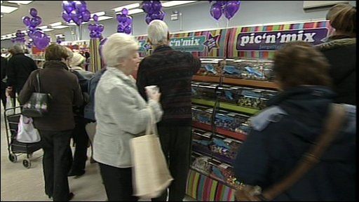 Shoppers at Pic 'n' Mic