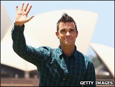 Robbie Williams in front of the Sydney Opera House