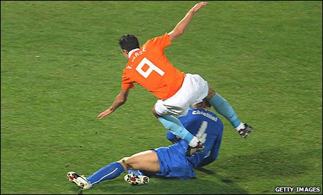 Van Persie was injured in a challenge with Italian Giorgio Chiellini