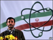 Iranian President Mahmoud Ahmadinejad at a ceremony at the Natanz nuclear enrichment site (archive image)