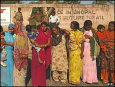 Women outside the Union Carbide factory in Bhopal calling for compensation