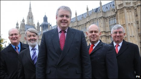 Carwyn Jones (centre)