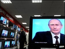 Vladimir Putin on television sets on Moscow shop