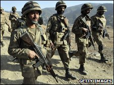 Pakistani troops patrol Afghan border region