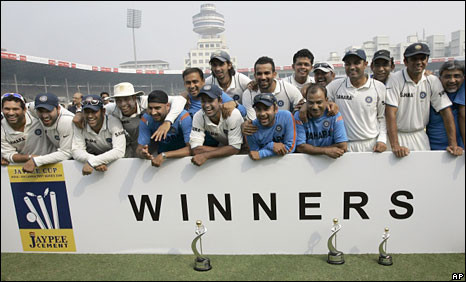 India celebrate their Test series win