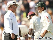 Mark Benson discusses something with Ricky Ponting