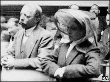 Dr Hawley Crippen with Ethel Le Neve during their trial for murder