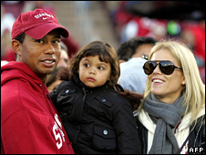 Tiger Woods with his daughter, Sam, and wife, Elin (21 November 2009)
