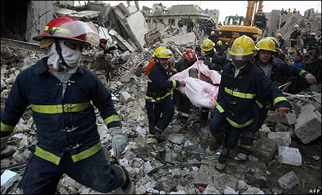 Iraqi rescuers at scene of bombing