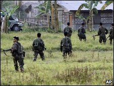 Soliders in Maguindanao province, Philippines (7 Dec 2009)
