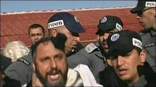 Settlers and police clash