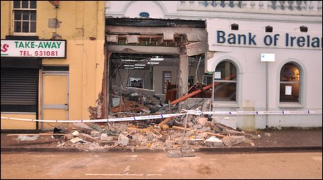 The thieves were unable to retreive the ATM machine after it was buried under rubble