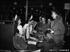 First self-service store in which shoppers could choose their own groceries, 1948