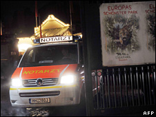 Ambulance leaving Hagenbeck Zoo (8 December 2009)