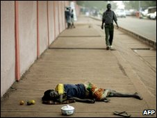 Ghanaian hawker sleeps on the streets in Tamale district, file image