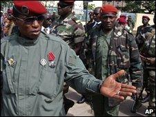 Capt Moussa Dadis Camara  (L) and Lt Toumba Diakite (R)