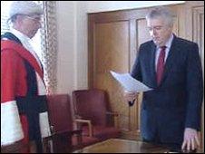 Carwyn Jones takes the oath, watched by Mr Justice Nigel Davis