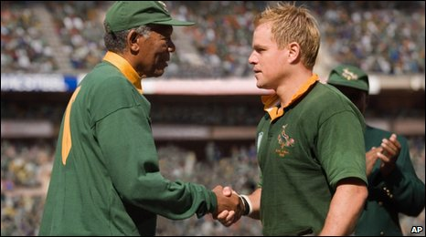 Morgan Freeman as Nelson Mandela (l) and Matt Damon as Francois Pienaar