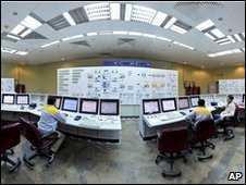 Iranian technicians at Bushehr nuclear plant (30/11/09)