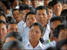 Cambodians file in to the tribunal of former Khmer Rouge prison chief Duch(file pic)