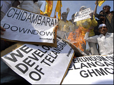 Telugu Desam Party (TDP) activists protest against the government's decision to create a new state in northern Andhra Pradesh (12 December 2009)