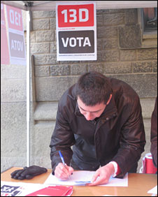 Man casts his vote in Catalonia