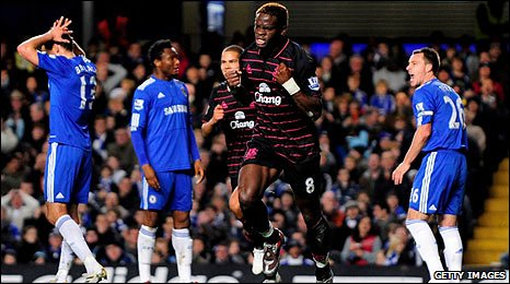Louis Saha celebrates Everton's third goal