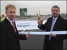 Highways Agency chief executive Graham Dalton (lft) and transport minister Chris Mole (rt)