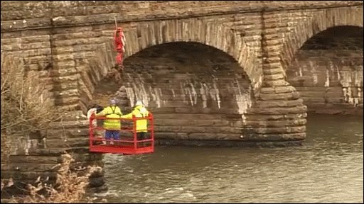 Divers inspect bridge