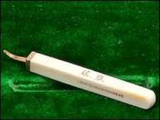 Charles Dickens ivory and gold toothpick (Bonhams)
