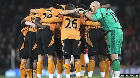 Wolves players huddle togethe before the match at Manchester United