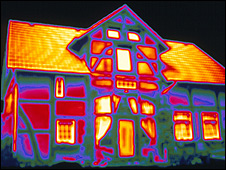 Thermal imaging showing heat loss from a house (photo: Science Photo Library/Alfred Pasieka)