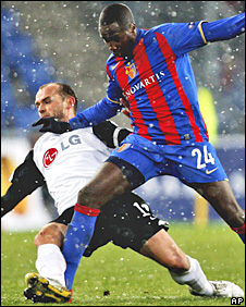 Fulham midfielder Danny Murphy challenges Basle's Cabral